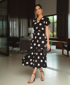 Trendy Dresses, Dresses For Work, Donia, Church Dresses, African Wear, Looks Style, Carolina Herrera, Modest Outfits, Blouses For Women
