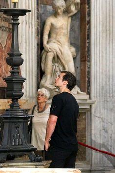 Henry Cavill Photos - Henry Cavill Goes Sightseeing in Rome - Zimbio