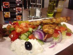 Kuvahaun tulos haulle kreikkalainen ruoka Sushi, Meat, Chicken, Ethnic Recipes, Food, Food Food, Essen, Meals, Yemek