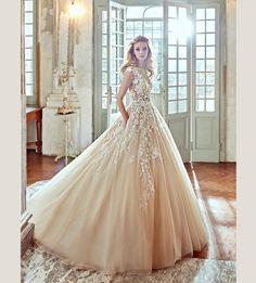 Nicole Spose 2017 - Hong Kong - A romantic princess wedding dress with ravishing lace details and side pockets.
