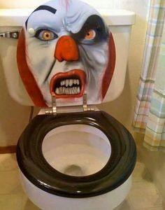 Top 10 Scariest Halloween Toilets and Scary Toilet Covers Casa Halloween, Halloween Ideas, Halloween Party, Halloween 2020, Happy Halloween, Halloween Clown, Halloween Night, Halloween Stuff, Creepy Clown