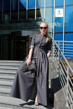 Купить или заказать Платье в пол/платье длинное/платье джинсовое в интернет-магазине на Ярмарке Мастеров. Платье из тонкой джинсы! Красивое, комфортное и стройнит Идеально сидит за счет своего кроя карманы, красивая фурнитура ноское, не мнется осталось пару готовых размеров! Цена указана(со скидкой!) ---------- модель.