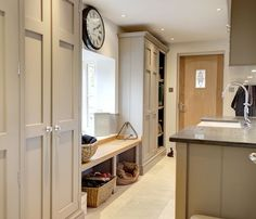 COLOUR - A shining example of how the once overlooked boot room is now taking pride of residence in the modern country home! Mudroom Laundry Room, Laundry Room Design, Mudroom Cabinets, Bench Mudroom, Orangerie Extension, Boot Room Utility, Utility Room Designs, Design Living Room, Kitchen Utilities