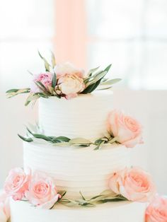 The prettiest of cakes | Photography: Ether & Smith