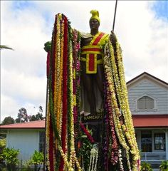 I'm gonna take a break from the Mustique spam to wish a Happy King Kamehameha Day to all Hawaiians. Here is the famous statue of the Hawaiian King draped in leis as per tradition on the big day. To cap off the day I'll do a mini spam of some the best luxury resorts in Hawaii.