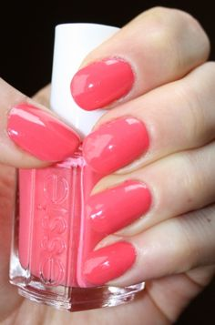 cute, can never go wrong with pink nail polish!