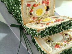 Pane in cassetta farcito alle uova – A loaf of bread filled with… egg salad. S… Pane in cassetta farcito alle uova – A loaf of bread filled with… egg salad. Sandwich Loaf, Brunch, Party Sandwiches, Food Garnishes, Salty Cake, Food Decoration, Savoury Cake, Creative Food, Food Presentation