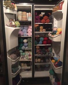 Old refrigerator as craft storage Sewing Humor, Knitting Humor, Crochet Humor, Knitting Yarn, Knitting Patterns, Crochet Patterns, Knitting Club, Crochet 101, Cute Crochet