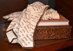 Wuthering Heights Writing Gloves - Fingerless Gloves - Storiarts