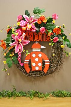 Welcome to Louisville Race Fans! Holiday Wreaths, Holiday Fun, Holiday Ideas, My Old Kentucky Home, Kentucky Derby, Horse Racing Party, Decor Crafts, Diy Crafts, Run For The Roses