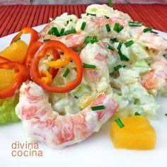 Esta ensaladilla crujiente de mariscos te permite presentar de una forma festiva y muy vistosa tus gambas o langostinos, para varias de las tradicionales ensaladillas. Es un plato sencillo y de fiesta.