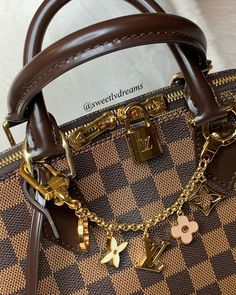 - Looking the best replica handbags online? Learn why Vho.to high quality designer replica bags are the best available anywhere NOW! Replica Handbags, Hermes Handbags, Cheap Handbags, Handbags Online, Luxury Handbags, Purses And Handbags, Louis Vuitton Taschen, Best Designer Bags, Latest Bags