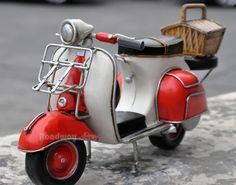 Handmade Antique Tin Model Motorbike VESPA Scooter 1959 Motor Scooters, Vespa Scooters, Handmade Home Decor, Handmade Toys, Tin Toys, Retro Toys, Model Airplanes, Diecast Models, Cool