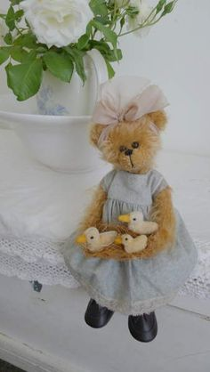 stuffed bear with ducklings Vintage Teddy Bears, My Teddy Bear, Cute Teddy Bears, Bear Toy, Boyds Bears, Love Bear, Gifts For Kids, Bunny, Shabby