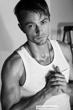 oh i love this southern guy from the Hart Of Dixie... Wilson Bethel X