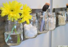 Transform your bathroom with this Marvelous Mason Jar DIY Bathroom Organizer! This DIY organizer is both chic and practical. The mason jars neatly store all your bath and beauty products and, in addition, add a touch of rustic elegance to your bathroom de Pot Mason Diy, Mason Jar Crafts, Pots Mason, Etched Mason Jars, Glass Jars, Bathroom Organisation, Diy Organization, Bathroom Storage, Bathroom Ideas