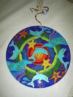 Mandala feita em vidro, com técnica de pintura vitral;  Para pendurar em qualquer ambiente  fio com contas de acrílico. R$ 70,00