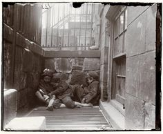 vintage everyday: Amazing Vintage Photos Captured Everyday Life in New York City from the 1890sThree children curled up on a metal grate in a below-grade areaway.