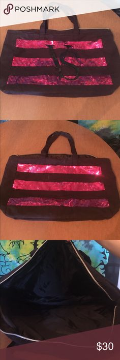 Victoria Secret Totebag Used a handful of times, good condition only thing is it doesn't zip anymore. That came off. Victoria's Secret Bags Shoulder Bags