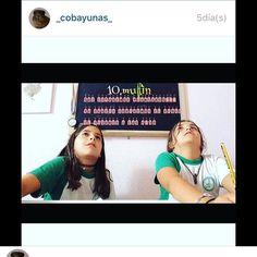Aquí dos #fanshoynohaycole haciendo el blind challenge en su canal!