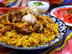 Plov is a key dish in the Crimean Tatar cuisine. It is a steamed dish that is composed of rice, beef, garlic, and carrots. It is a dish that every Crimean Tatar family loves. Uzbekistan Food, National Dish, Russian Recipes, Seafood Dishes, International Recipes, Tasty Dishes, Rice Dishes, Street Food, Main Dishes