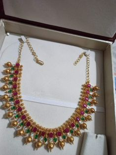 Gold Earrings Designs, Gold Jewellery Design, Gold Jewelry, Beaded Jewelry, Gold Necklace, Siri, Finals, Chains, Sarees