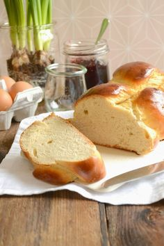 Easter Brunch: How about the best braid ever? Easter Cookie Recipes, Easy Easter Desserts, Zopf Bread Recipe, Chocolate Easter Cake, Traditional Easter Desserts, Baking Recipes, Dessert Recipes, Quiche, Yummy Cakes