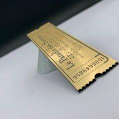 Ticket d'or gravure laser sur pmma or brossé – Découpe laser – Imprimerie ICB Gravure Laser, Money Clip, Ticket, Laser Cutting, Money Clips