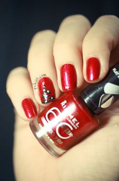 Nail art - Christmas Tree on red nails