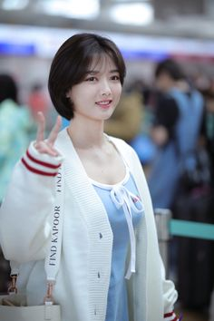 Kim Yoo Jung (To Macau Korean Haircut, Korean Short Hair, Short Hair Cuts, Short Hair Styles, Asian Cute, Beautiful Asian Girls, Short Bob Haircuts, Bob Hairstyles, Kim Joo Jung