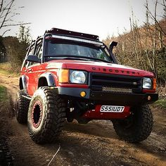 These old Land Rover Discovery's are a lot of fun. Photo by @tomcoopertd5 - - #wytac #offroad #overland #survival #bugout #adventure #landrover #disco #overlanding #camping #campingtools