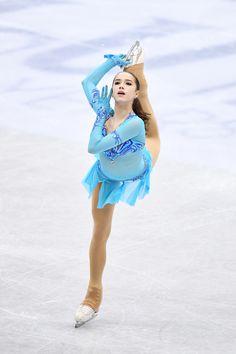 Alina Zagitova won the Russian National Figure Skating Championships. Russian Figure Skater, Triple Jump, Alina Zagitova, Ice Hockey Teams, 2018 Winter Olympics, Team Events, Beautiful Athletes, Olympic Committee, Olympic Athletes