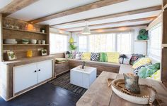 Home Decorating On The Cheap Info: 4320440159 Mobile Home Renovations, Mobile Home Makeovers, Remodeling Mobile Homes, Home Remodeling, Bathroom Remodeling, Caravan Interior Makeover, Caravan Renovation, Caravan Home, Caravan Decor