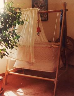 A good sleep is an important thing for everyone, especially for babies. Here are some wonderfully designed cribs for babies; Hanging Bassinet, Hanging Cradle, Baby Bassinet, Baby Cribs, Mom And Baby, Baby Love, Cradle Ceremony, Baby Hammock, Small Baby