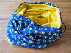 Een vrolijke cirkelsjaal staat leuk, zowel voor volwassenen als kinderen.       Kies een leuk katoentje, en voor de binnenkant kan je kiezen...