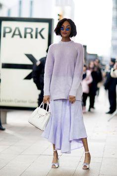 Street style: zoom sur la couleur lilas