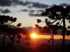 Pôr-do-sol de tirar o fôlego no clima ameno da Serra da Mantiqueira em Campos do…