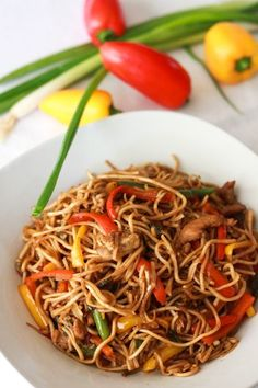 Chicken Hakka Noodles is a one of the food fusions which derives from Chinese and Indian food. The main background of this food is Chinese as it have noodles and veges but the flavour is Indian as it (Noodle Recipes Indian) Spicy Recipes, Indian Food Recipes, Asian Recipes, New Recipes, Cooking Recipes, Healthy Recipes, Indian Fast Food, Healthy Food, Healthy Rice