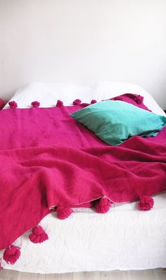 Moroccan POM POM Wool Blanket  Pink by lacasadecoto on Etsy, €130.00