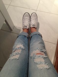 boyfriend jeans and converse .! <3 This is pretty much my uniform ; )