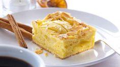 Apfelkuchen vom Blech mit knusprigen Mandeln und Zimt