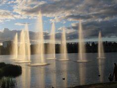 Oulun hupisaarten kaupunginpuisto. Kauniit suihkulähdet #hupisaaret #Oulu #fountain Finland, River, Outdoor, Outdoors, Outdoor Games, The Great Outdoors, Rivers