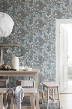 The wallpaper Koralläng - 1459 from Boråstapeter is wallpaper with the dimensions m x m. The wallpaper Koralläng - 1459 belongs to the popular wallpap Wallpaper Samples, Wallpaper Roll, Wall Wallpaper, Pattern Wallpaper, Wallpaper Online, Botanical Wallpaper, 3d Home, Modern Decor, Interior Inspiration