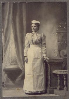American Maid or Kitchen Servant.- The Ross' maid, Maddy Edwardian Clothing, Antique Clothing, Edwardian Era, Edwardian Fashion, Historical Clothing, Vintage Fashion, Victorian Era, Women's Fashion, Vintage Photographs