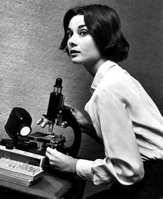 Audrey Hepburnrehearsing with microscope forthe movie The Nun's Story in1958.