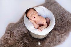 Seance photos nouveau né Baby posing , marseille Photographe maternité, naissance, famille Bassinet, Bean Bag Chair, Slippers, Photos, Decor, Maternity Photography, Photo Shoot, Birth, Marseille