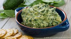 Creamy An easy dairy free recipe that you can make in just minutes. Fresh, tasty and healthy with the added benefit of no oil :-)Creamy Avocado Spinach Artichoke Dip - This Creamy Avocado Spinach Artichoke Dip is an easy dairy free vegan recipe Raw Food Recipes, Vegetarian Recipes, Snack Recipes, Healthy Recipes, Snacks, Vegan Appetizers, Appetizer Recipes, Vegan Party Food, Vegan Food