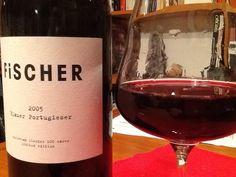 """Christian Fischer zeigt, was man aus dem """"Massenträger"""" Blauer Portugieser in besten Lagen und mit hervorragendem Traubenmaterial auch machen kann: einen eleganten und feinen Roten, dem die Verkoster von Wein Plus 86 Punkte gaben ;-)"""