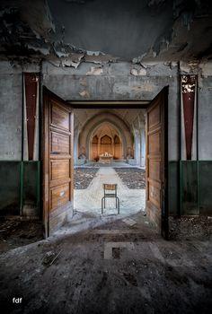 Das Mädchenpensionat-Internat-Schule-Urbex-Lost-Place-Frankreich-6.jpg
