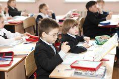 4月4日(土)の13時から14時半まで小学生の保護者様対象の懇談会を行います。 小学生クラスの保護者さまは普段スクールにいらっしゃる機会が少ないので、英語に関することや学習の悩みなどを他の保護者さまと気軽に相談しあえる機…